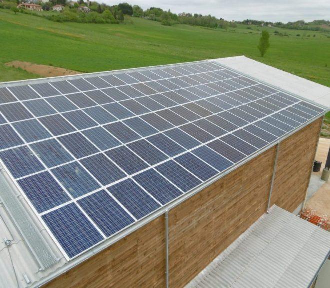 combien de kwh produit un panneau solaire par jour